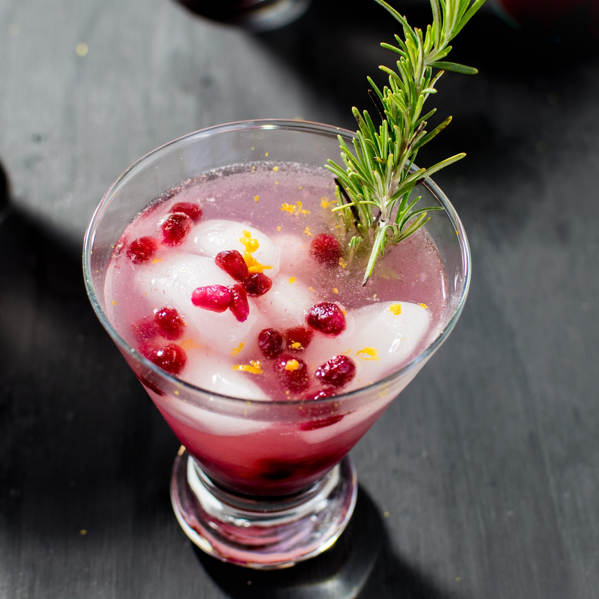 Sparkling Pomegranate Coconut Mocktail - vegan, gluten free and paleo beverage with refershing effects for any parties. This drink can be enjoyed as cocktail as well, just add a shot of rum/tequilla and enjoy | kiipfit.com